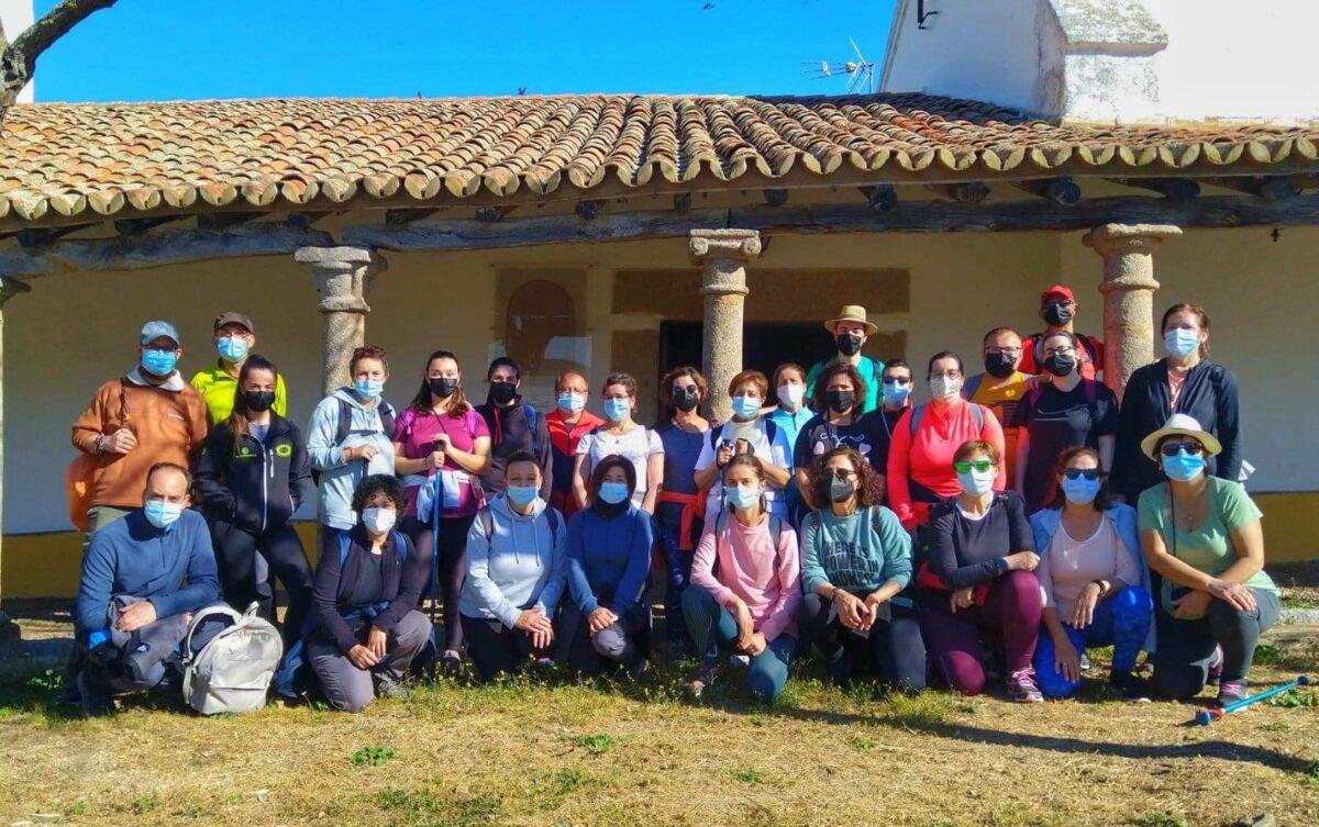 La Asociación Cultural Asbaraguzza de Esparragosa han realizado una visita-peregrinación a la Ermita de Pidraescrita